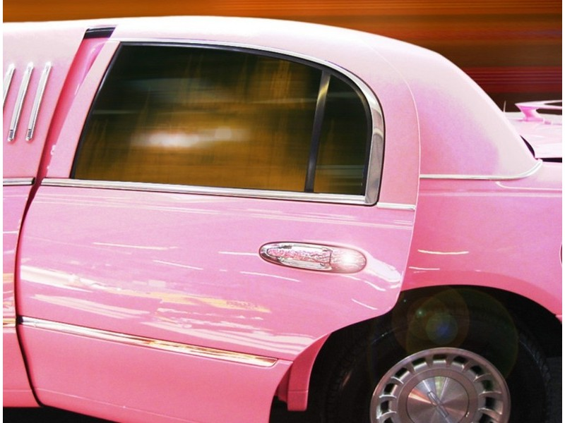 party-ride-with-a-pink-limousine