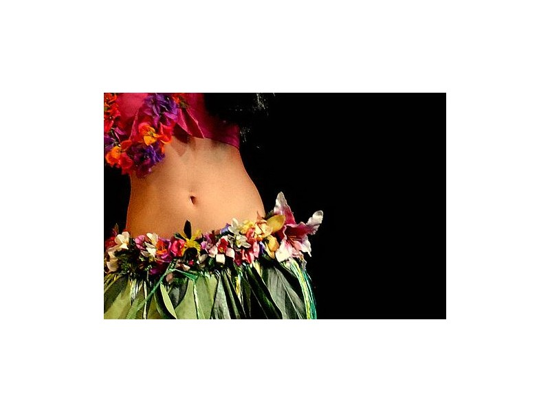 introduction-in-hula-dance-for-her-in-bucharest