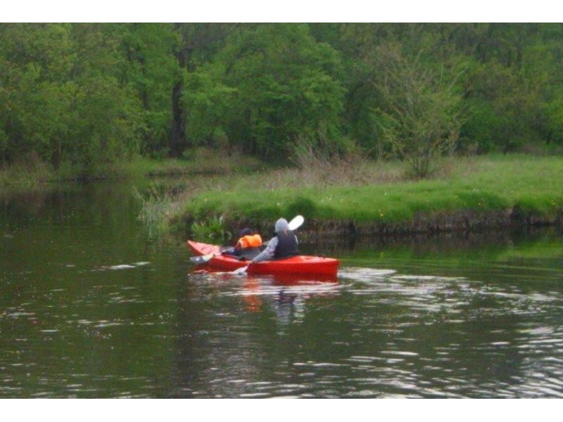 kayaking-for-couples-on-neajlov-river